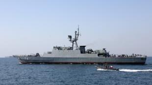 Un navire de guerre de la marine iranienne participant à la Journée nationale du golfe Persique dans le détroit d'Ormuz (Photo d'illustration). L'Iran a déclaré le 20 août 2020 qu'il avait saisi un navire des Émirats arabes unis.