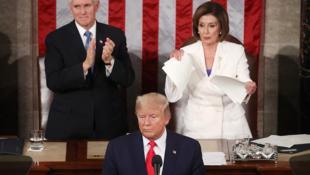 Lokacin da Nancy Pelosi ke kekketa takardar jawabin shugaban Amurka Donald Trump