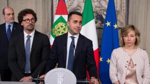 O Movimento Cinco Estrelas não aceita governar com o partido de Silvio Berlusconi, Forza Italia, que faz parte da coalizão conservadora, ultranacionalista, e Fratelli d'Italia de extrema direita. Na foto o líder do movimento 5 estrelas, Luigi Di Maio.