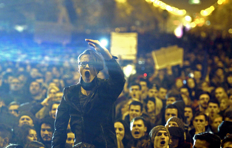 Đông đảo người dân xuống đường tại Bucarest.