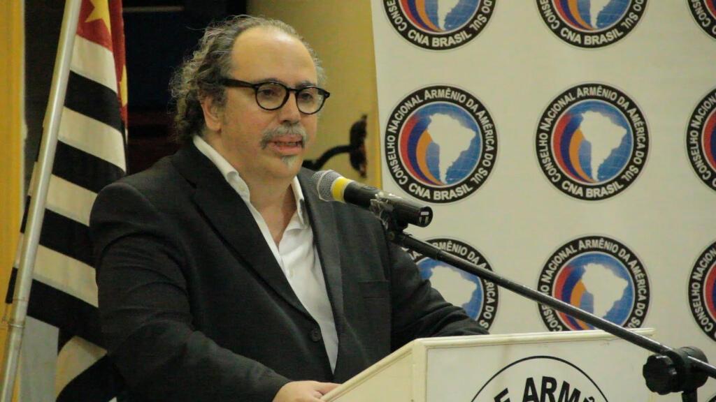 James Onnig Tamdjian participa de um dos eventos para lembrar o genocídio armênio.
