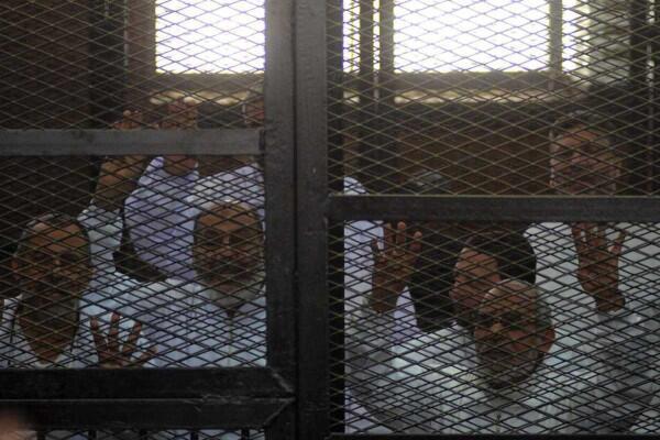 """Активисты движения """"Братья-мусульмане"""" в зале суда"""