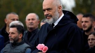Le Premier ministre albanais Edi Rama aux funérailles de victimes du séisme, le 29 novembre 2019.