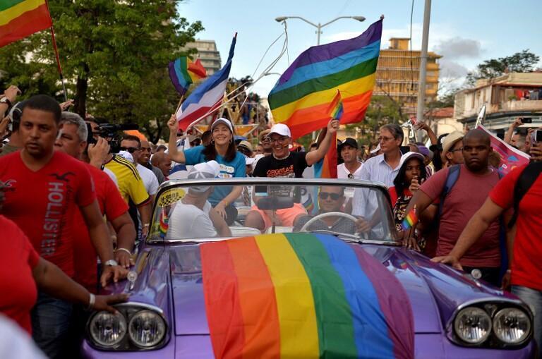 Mariela Castro (áo xanh giữa), con gái cựu  chủ tịch Cuba Raul Castro, tham gia một cuộc tuần hành của người đồng giới tại La Habana, ngày 12/05/2018.