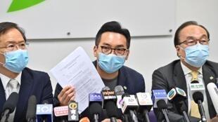 Le chef du Civic Party Alvin Yeung dénonce l'invalidation de sa candidature aux législatives à Hong Kong, le 30 juillet 2020.