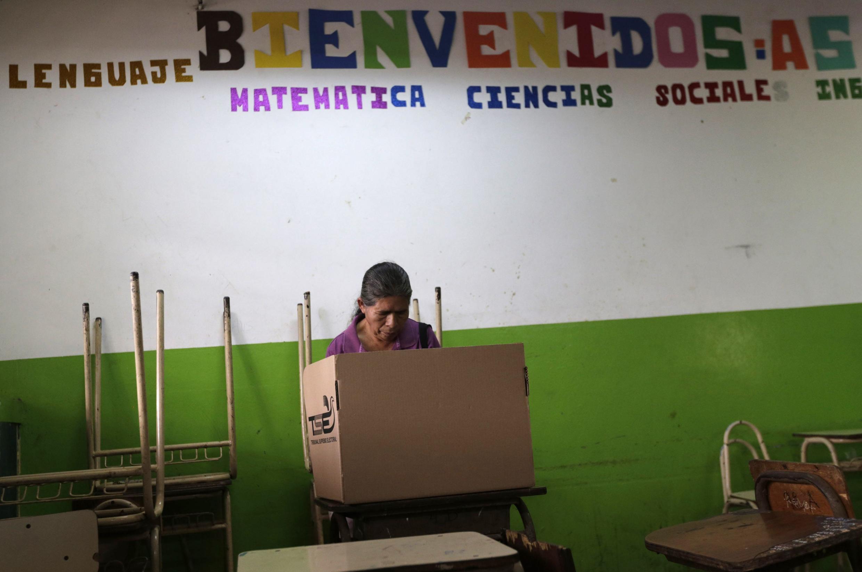 A eleição presidencial em El Salvador no domingo (9) teve uma disputa acirrada.