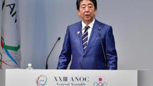 Shinzo Abe interviene durante el acto inaugural de una asamblea general de la Asociación de Comités Olímpicos Nacionales, el 28 de noviembre de 2018 en Tokio