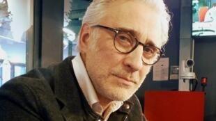 Fernando X. González en los estudios de RFI