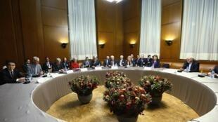 Negociações sobre o programa nuclear iraniano continuam em clima tenso, em Genebra.