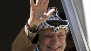 អតីតប្រធានរដ្ឋអំណាចប៉ាឡេស្ទីន Yasser Arafat  កាលនៅរស់