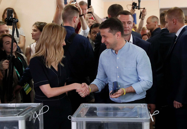 Владимир Зеленский с супругой на избирательном участке, 21 июля 2019.