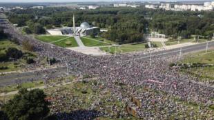 Manifestation dans le centre de Minsk contre le résultat de l'élection présidentielle, le 30 août 2020.