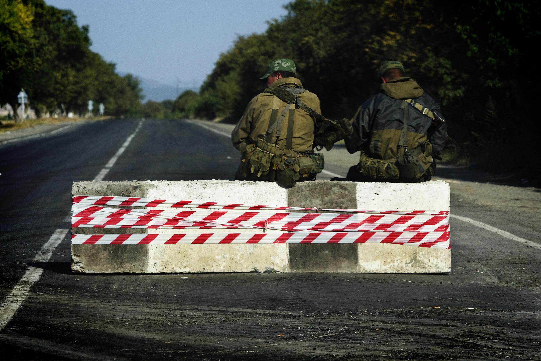 Российские солдаты на блокпосту по дороге из Гори. 19 августа 2008 г.