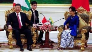 中国国家主席习近平到访缅甸在内比都市(Nay Pyi Taw)和昂山素季会晤              2020年1月17日