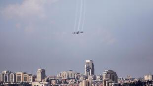 Un ballet militaire aérien en répétition à Jérusalem, dans le cadre des commémorations pour les 70 ans de l'Etat d'Israël, le 16 avril 2017.