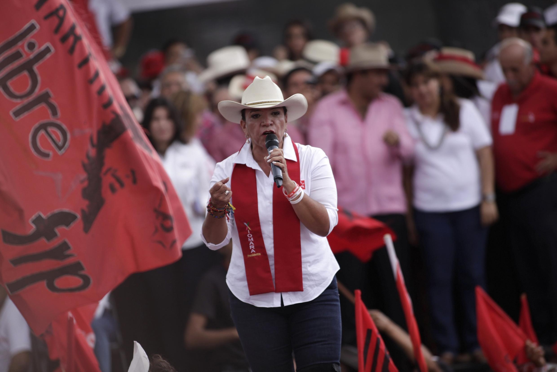 A ex-primeira-dama Xiomara Castro tenta conquistar presidência de Honduras.