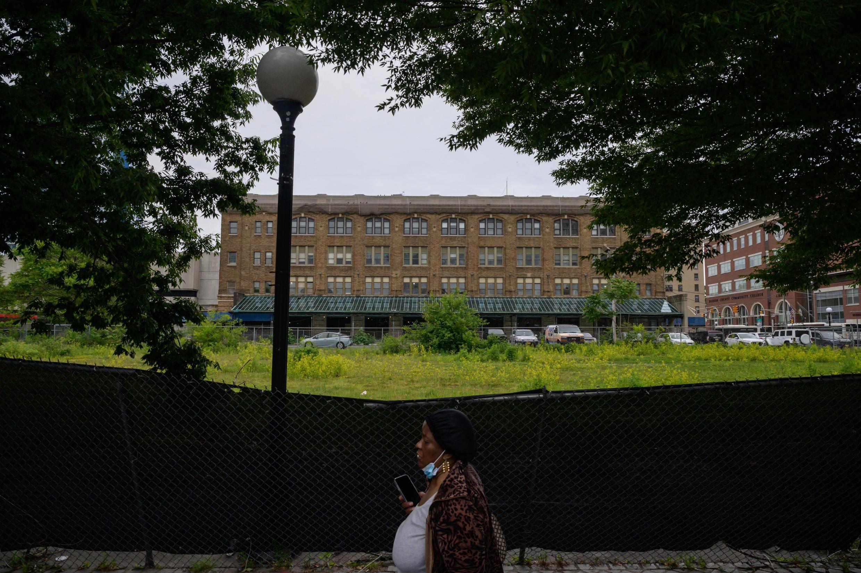 Cette photo prise le 2 juin 2021 montre une vue générale du bâtiment Pathside à Jersey City, qui va être transformé en Centre Pompidou Jersey City. L'ouverture est prévue en 2024.  © Ed JONES / AFP