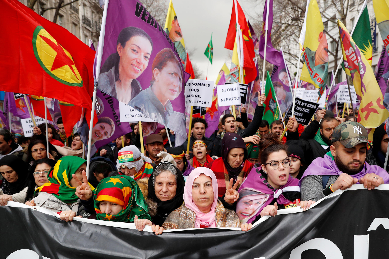 Des militants pro-kurdes manifestent à Paris, le 6 janvier 2018, après une visite du président turc Erdogan.
