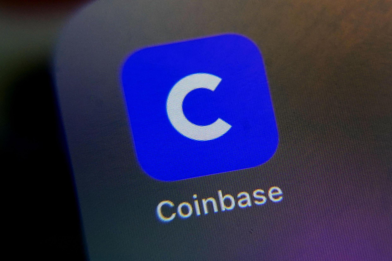 PHOTO Coinbase Logo Application Smartphone - 13 avril 2021