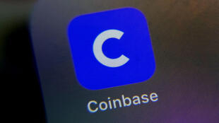 Le logo de l'application Coinbase sur smartphone, le 13 avril 2021.
