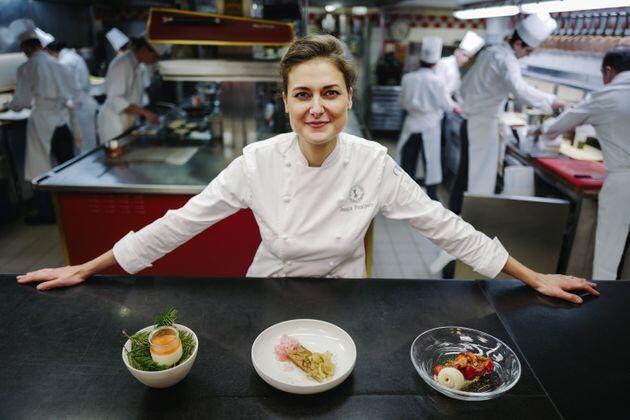 Jessica Préalpato làm việc cho khách sạn Plaza Athénée từ 2015