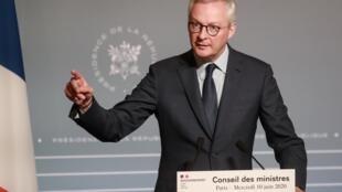 Le ministre français de l'Économie et des Finances, Bruno Le Maire, lors d'une conférence de presse après le Conseil des ministres, le mercredi 10 juin 2020 à Paris.