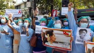 缅甸医护人员参与反对军事政变抗议资料图片