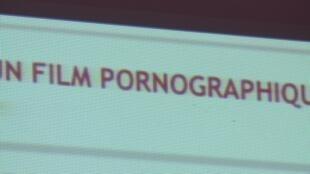 Visiter un site pornographique est aujourd'hui un jeu d'enfant. Avec un smartphone, les adolescents peuvent avoir accès à des sites proposant gratuitement et sans filtres des millions de vidéos