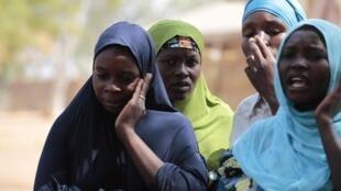 Mulheres nigerianas vivem em campo de refugiados depois de serem expulsas por Boko Haram