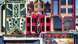 Los edificios de arquitectura insólita del boliviano Freddy Mamani.