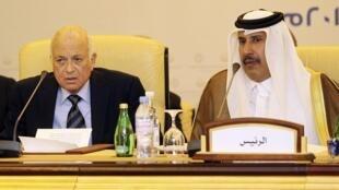 Sakataren kungiyar Lasdashen Larabwa Nabil al-Arabi da PM Qatar Hamad bin Jassim bin Jabr al-Thani