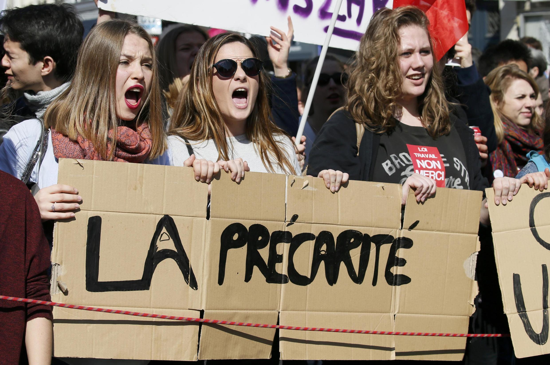 تظاهرات علیۀ لایحۀ قانون کار مه برخی سندیکاها و سازمان های دانشجوئی خواستار باز پس گیری آن از سوی دولت هستند