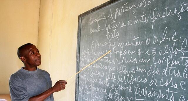 O governo angolano fixou para 5 de Outubro o início do regresso às aulas, um processo que deveria ser feito de modo progressivo para fazer frente à epidemia de coronavírus.