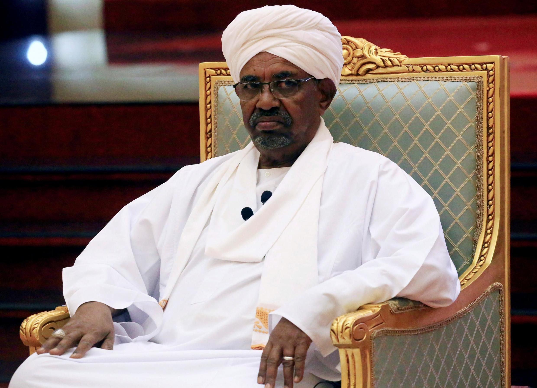 O presidente sudanês Omar al-Bashir discursa na reunião do Comitê de Diálogo Nacional no Palácio Presidencial em Cartum, Sudão, 5 de abril de 2019.