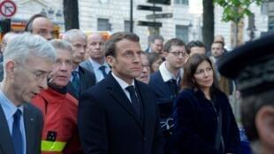 Emmanuel Macron a reporté son allocution télévisée post-grand débat pour se rendre sur place à Notre-Dame accompagné de son Premier ministre, Edouard Philippe et de la maire de Paris Anne Hidalgo.