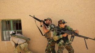 Entraînement de la milice chiite de l'armée du Mahdi, près de Tikrit, en Irak, avant d'affronter l'organisation Etat islamique.