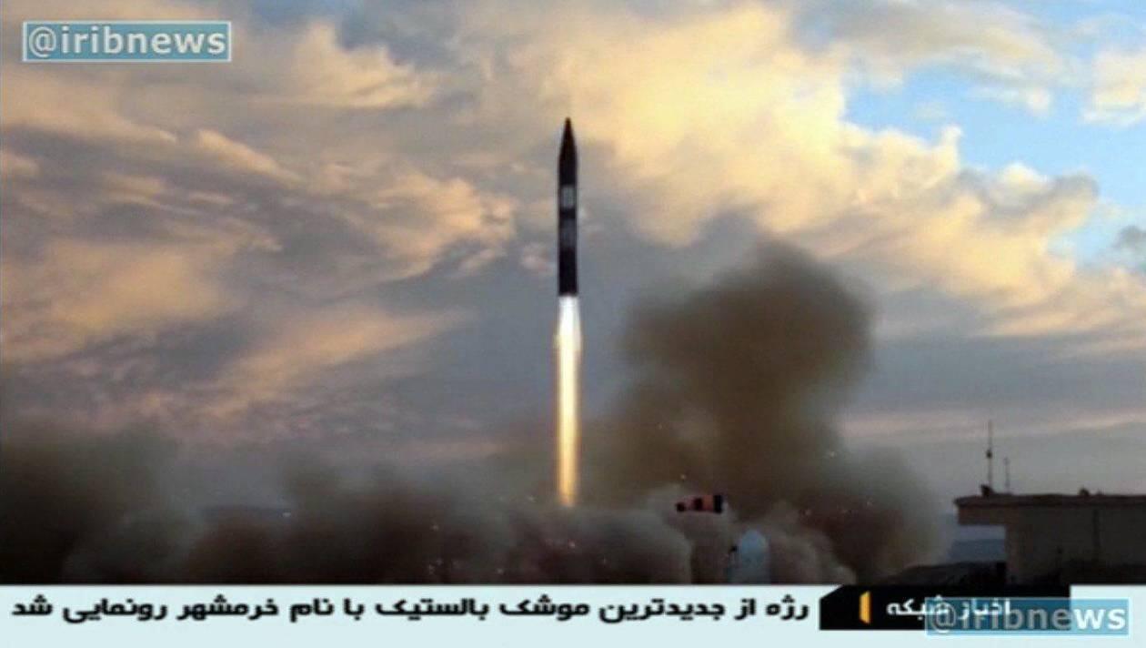 تصویر  بالا، شلیک یک موشک بالیستیک ایران را نشان می دهد که در سپتامبر سال 2017 میلادی از سوی رسانه های ایرانی منتشر شد