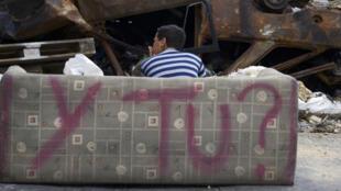 Barricade dans une rue de Caracas, le 25 février 2014.
