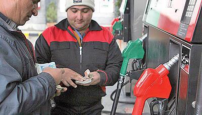 سهمیه بندی و گران شدن بنزین در ایران: قیمت بنزین آزاد سه برابر شد