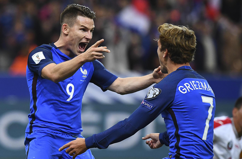 Kevin Gameiro (trái) và Antoine Griezmann (phải), hai tiền đạo đã đưa đội Pháp đến chiến thắng 4-1 trước Bulgari ngày 07/10/2016.