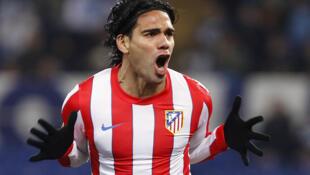 El Atlético de Madrid ganó por 3-1 al Lazio de Roma con un gol de  Adrián  y un doblete del colombiano Radamel Falcao (foto) en la ida de los dieciseisavos de final de la Europa League, el 16 de febrero de 2012.