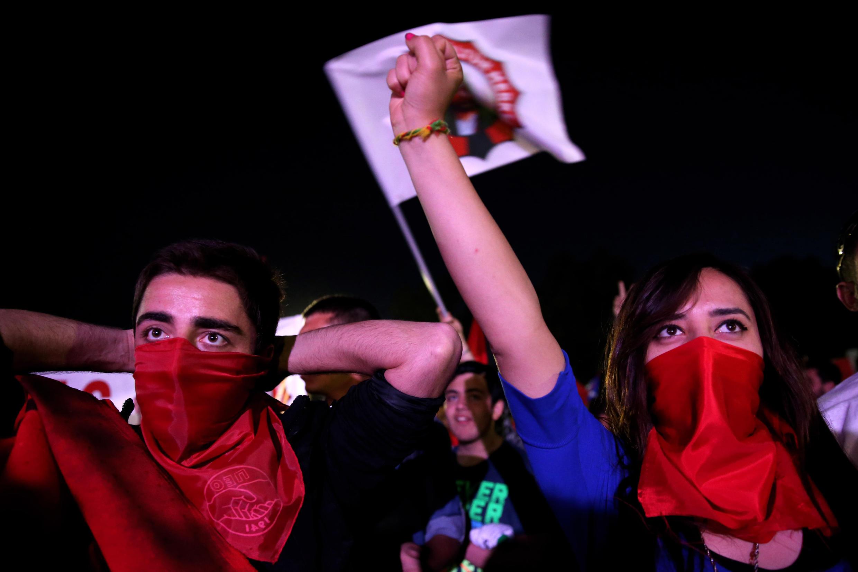 A Chypre, ce 1er mai 2014, et pour la première fois depuis 1958, les travailleurs chypriotes grecs et turcs ont défilé en commun.