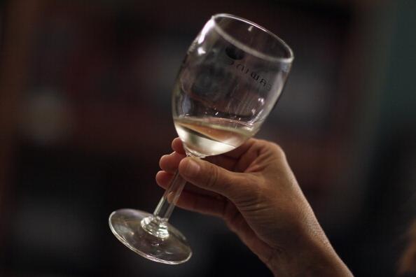Os franceses bebem em média mais de dois copos de bebidas alcóolicas por dia.