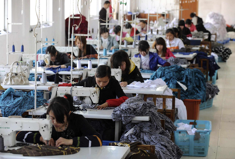 深圳制衣廠里的女工
