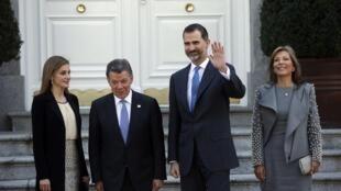 El presidente colombiaJuan Manuel Santos (i) y su esposa María Clemencia Rodríguez (d), recibidos por los reyes de España, el 1 de marzo de 2015.