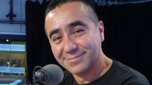 Miguel Vaylón en los estudios de RFI
