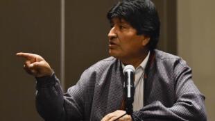 L'ex-président Evo Morales, contraint à la démission, lors d'une conférence de presse le 20 novembre 2019 à Mexico, qui lui a accordé l'asile politique.