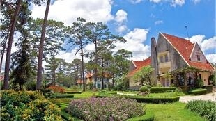 Các biệt thự của Dalat Cadasa Resort.