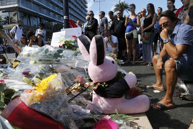 Local do atentado em Nice, no dia seguinte.