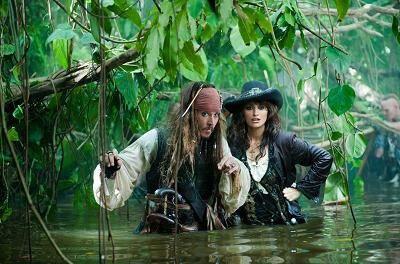 """""""Piratas del Caribe"""", de Rob Marshall, con Johnny Depp (Jack Sparrow), Penelope Cruz (Angelica), Ian McShane (Barba Negra), Geoffrey Rush (Héctor Barbossa)"""